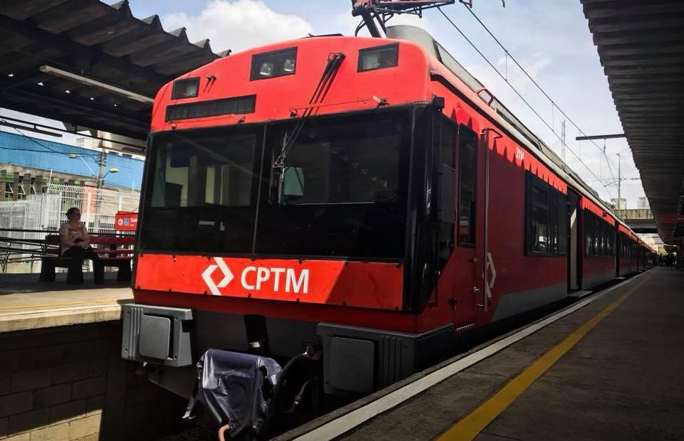 trem da linha 10 turquesa 26 anos