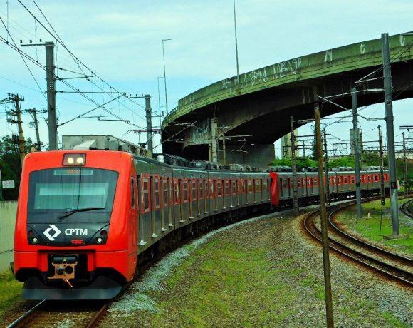 Trem série 7000 da CPTM Obras