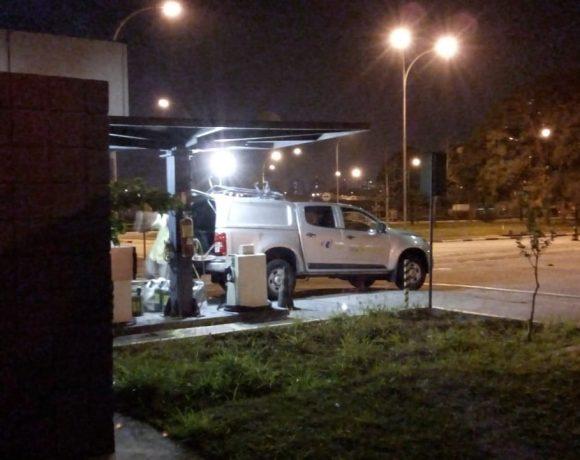 Veículo da ViaQuatro buscando diesel no Metrô