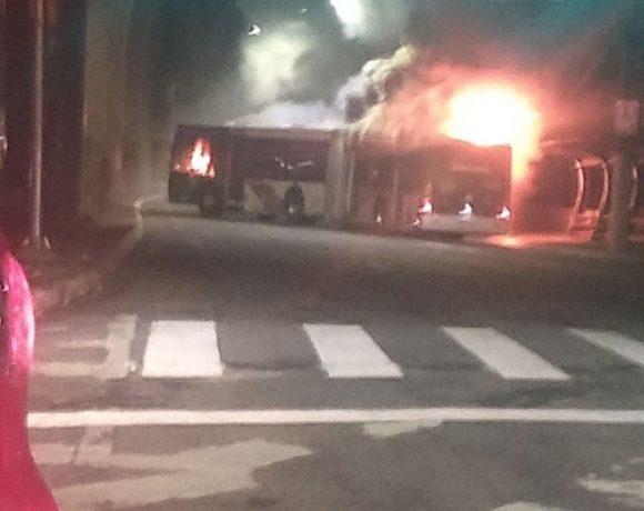 ônibus incendiado fogo em ônibus