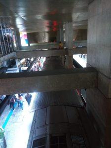 Jovem na estação Jabaquara