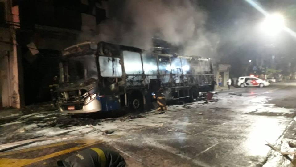 fogo em ônibus da sambaíba