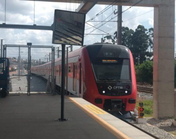 Trem série 9500 da CPTM jogo do Brasil
