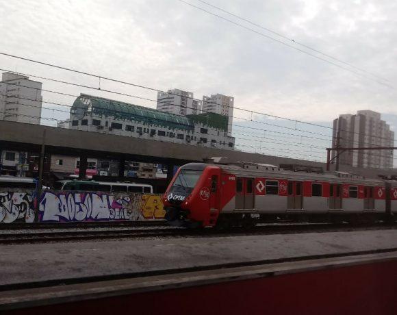Trem série 9000 na Linha 13-Jade