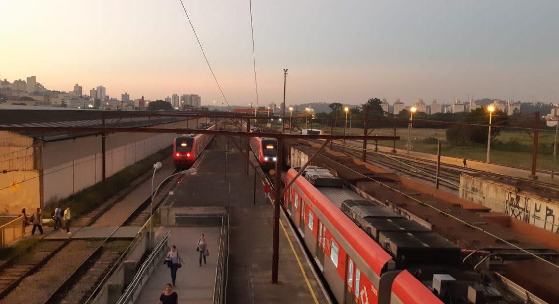 transporte sobre trilhos Transporte público no horário de verão Linha 7-Rubi