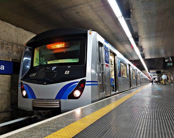 trem do metrô Linha 1-Azul