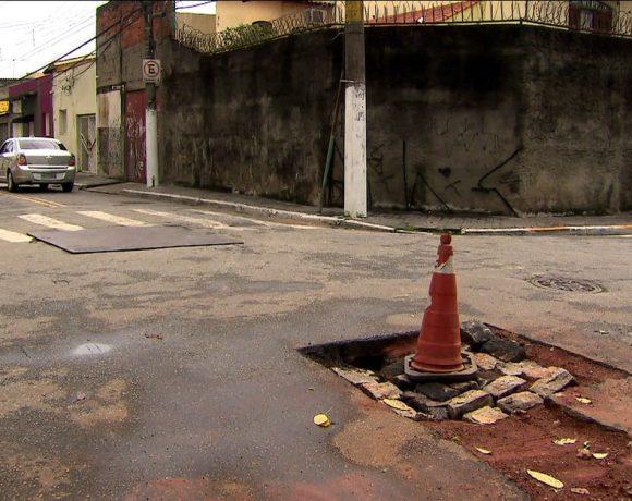 Buraco aberto em rua de São Paulo
