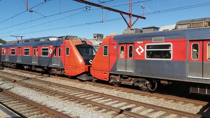 Série 7000 na Linha 10-Turquesa