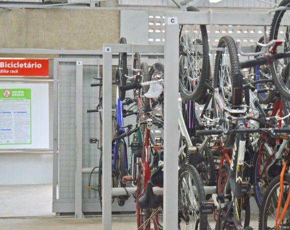 Bicicletário em estação ferroviária