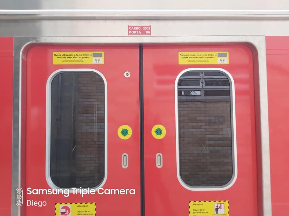 Trem da série 2500 Linha 13