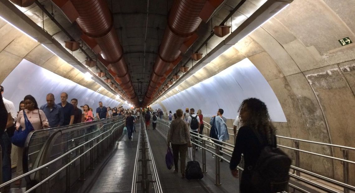 corredor do metrô