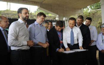 assinatura de contrato de obras da Linha 9