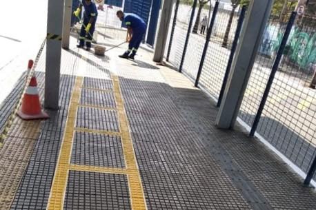 faixa no terminal de ônibus